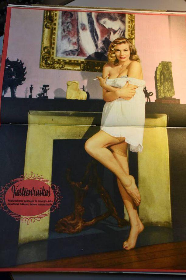 Jallun ensimmäisen numeron kannessa itseään esitteli Golden Globella palkittu ruotsalaisnäyttelijä Anita Ekberg.
