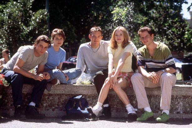 Tältä elokuvan näyttelijäkaarti näytti vuonna 1996.
