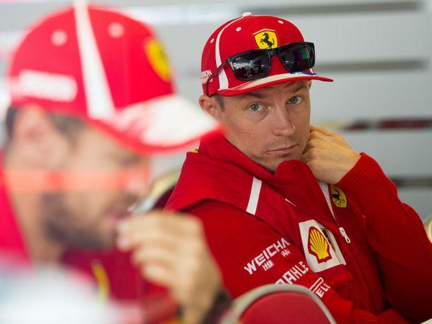 Kimi Räikkönen ja Sebastian Vettel ovat tallitovereita vielä kahden GP-viikonlopun ajan.