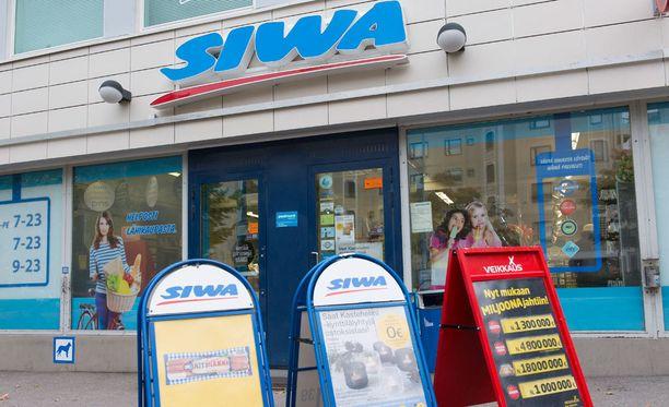 Siwan myyjä joutui vaaratilanteeseen lauantai-iltana Jyväskylän Kangaslammella, kun kauppaan tullut mies uhkasi häntä teräaseella. Arkistokuva.