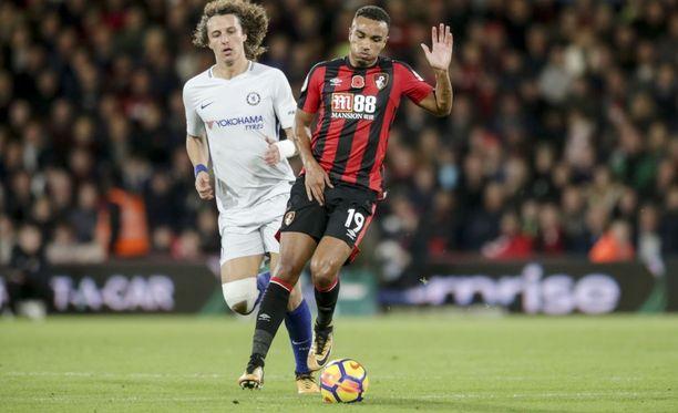 Junior Stanislas (oik.) loukkasi nivusensa kesken juoksun lauantaina. Bournemouth-pelaaja jouduttiin vaihtamaan kentältä.