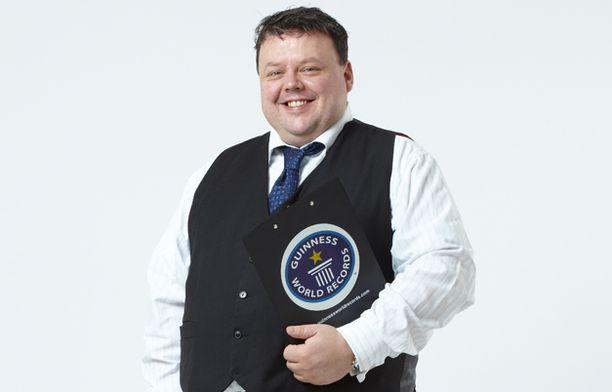 Guinnessin ennätystenkirjan päätoimittaja Craig Glenday ylistää suomalaisia monipuolisista ennätyksistä.