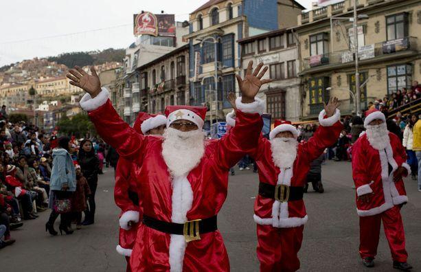 Boliviassa pukki pääsi marssimaan jouluparaatissa.