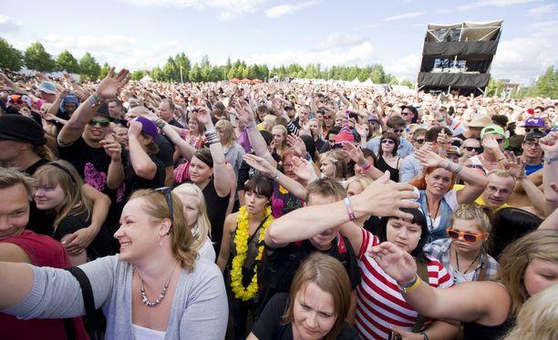 Suurimmista festareista Weekend Festival -tapahtumassa ja Ilosaarirockissa on tänä vuonna käytössä cashless-palvelu. Kuva Ilosaarirockista muutama vuosi sitten.