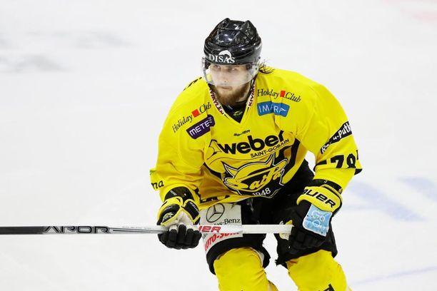 Mikael Kuronen kuritti Lukkoa kahdella maalilla.