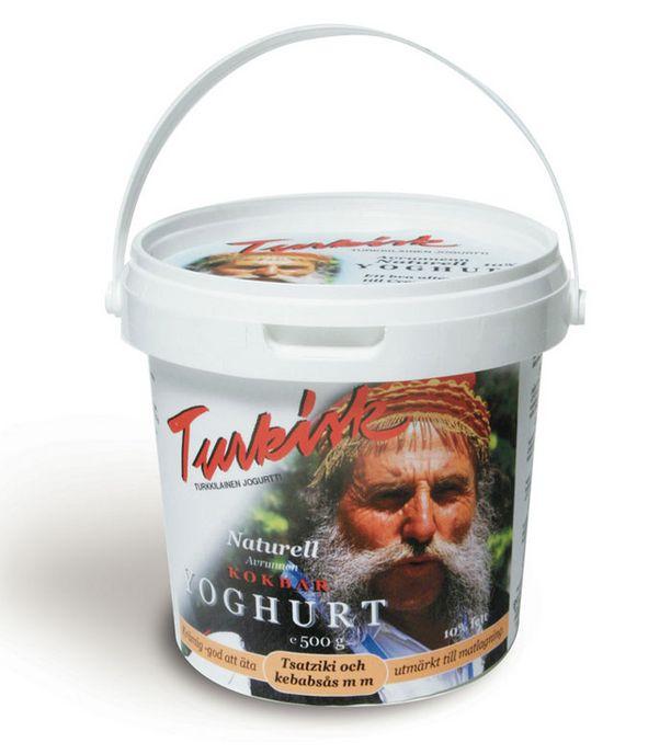 Turkkilaista jogurttia mainostaakin kreikkalainen mies.