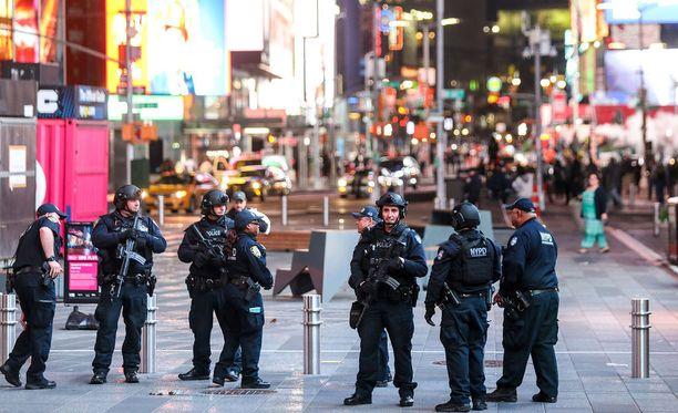 Terroristit suunnittelivat mahdollisimman tuhoisaa iskua New Yorkiin. Kuvassa poliiseja Times Squarella toukokuussa.
