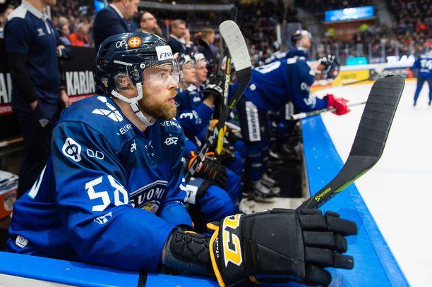 Jani Hakanpää kellotti peliajan 18.31, joka oli Suomen kenttäpelaajista Jukka Peltolan jälkeen toiseksi eniten.