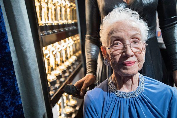 Katherine Johnson esiintyi julkisuudessa vielä kaksi vuotta sitten. Tämä valokuva on otettu vuoden 2017 Oscar-gaalasta.
