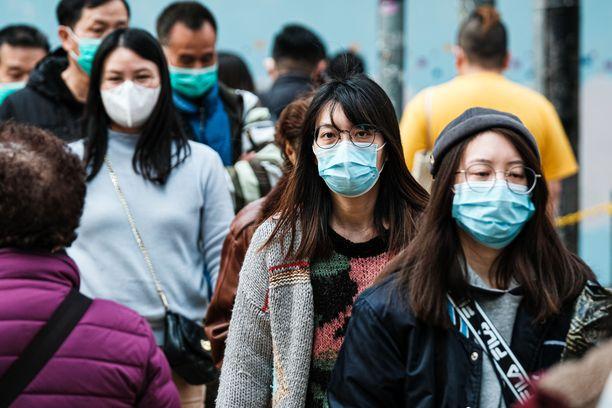 Italiassa on todettu ensimmäinen koronavirukseen menehtynyt henkilö. Kuvituskuva Hong Kongin katukuvasta.