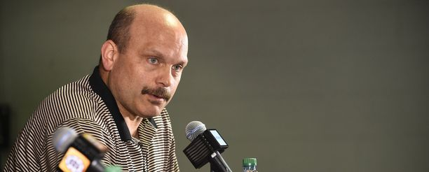Boston Bruinsin GM Peter Chiarelli sai potkut.