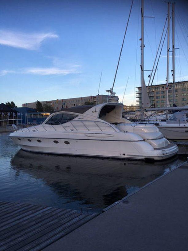 Jari Sillanpään vene myytiin pari viikkoa sitten. Siltsu haaveilee kuulemma isommasta paatista.