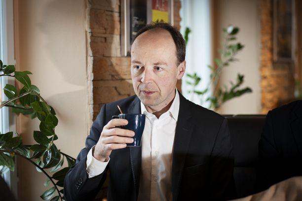 Perussuomalaisten puheenjohtaja Jussi Halla-aho sai miellyttäviä uutisia Ylen tuoreesta gallupista.