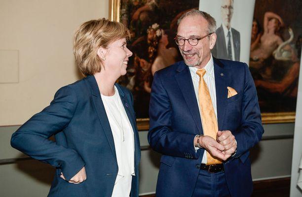 """RKP:n europarlamentaarikko Nils Torvalds veisi Suomen Natoon ilman kansanäänestystä. Torvaldsin mielestä """"kansanäänestyksestä tulee viikunanlehti, johon pukeutuneena poliitikko voi olla ottamatta kantaa, mikä vuorostaan halvaannuttaa keskustelun""""."""