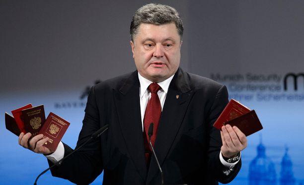 Ukrainassa on venäläisiä joukkoja, Poroshenko painotti.