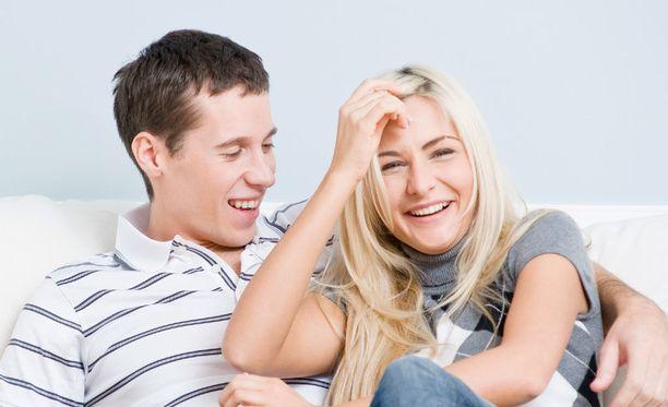 Yhdessä nauraminen lujittaa suhdetta.