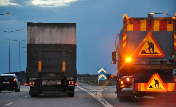 Ylityökielto koskee useita kuljetusalan työehtosopimuksia.