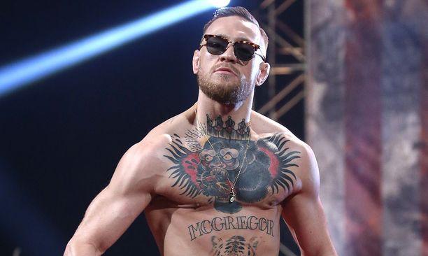 Vapaaottelun supertähti Conor McGregor esiintyy mielellään ilman paitaa.