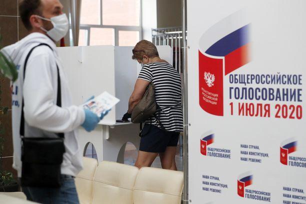 Äänestyspaikka Moskovassa torstaina.