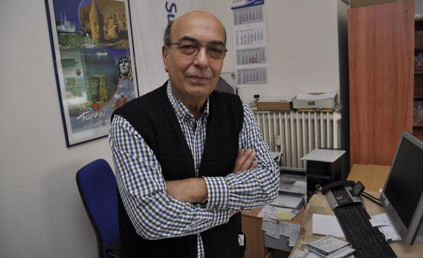 """Yrittäjä Sahin Yazir sanoo, että Erdoganin kannattaminen sisältää toisinaan epäterveitä piireitä. Jotkut pitävät häntä """"profeettana""""."""