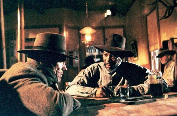 Armottomassa Eastwoodin näyttelemä ex-rikollinen lähtee ystävänsä (Morgan Freeman) kanssa tavoittelemaan verirahoja.