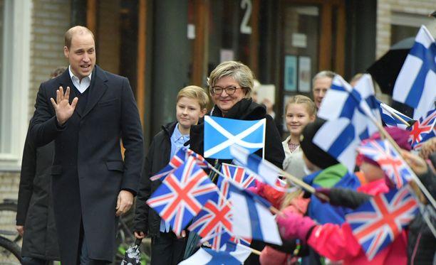Prinssi William tapasi aamupäivällä alakoululaisia.
