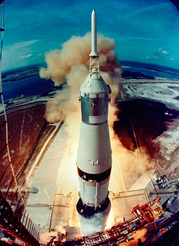 Apollo 11 irtoaa maasta.