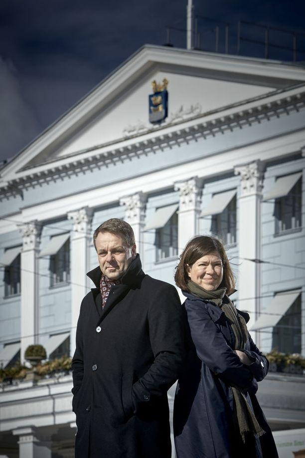 Pormestari Jan Vapaavuori (kok) vastusti ja Anni Sinnemäki (vihr) kannatti laittomasti Helsingissä olevien palvelujen laajentamista yli sosiaali- ja terveysministeriön ohjeistuksen.