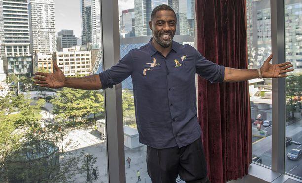 Idris Elba muistetaan HBO:n sarjasta The Wire, jossa hän esitti huumepomo Stringer Belliä.