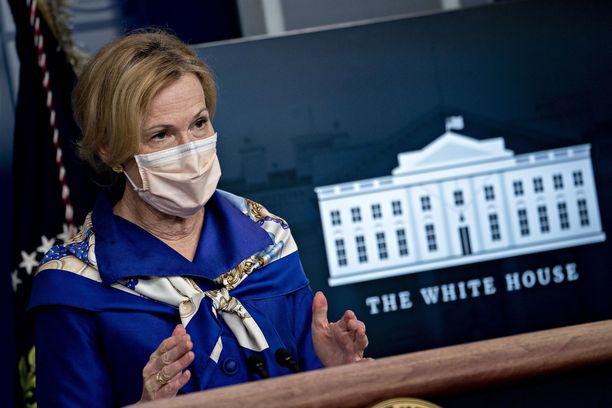 Tohtori-eversti Deborah Birx toukokuussa Valkoisen talon tiedotustilaisuudessa.
