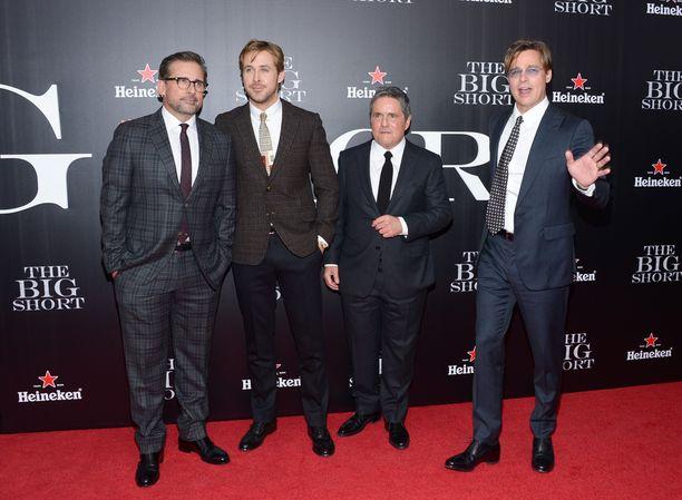 Steve Carell, Ryan Gosling ja Brad Pitt poseerasivat Paramount-leffayhtiön pomon Brad Greyn kanssa.