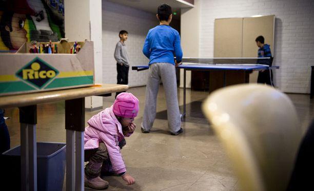Kuvassa turvapaikanhakijalapsia SPR:n Kokemäen vastaanottokeskusessa. Kuvituskuva.