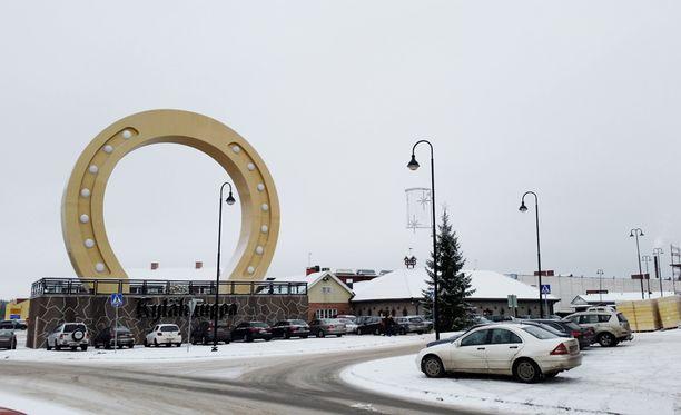 Viimeisin säätöhärdelli Tuurin Kyläkaupassa koettiin joulukuussa, kun kauppias haki aukiololupaa loppiaiselle. Tällä kertaa lupa yllättäen myönnettiin.