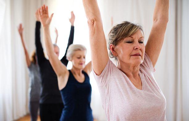 Säännöllinen liikunta on yksi hyvä tapa pitää kansantaudit loitolla.