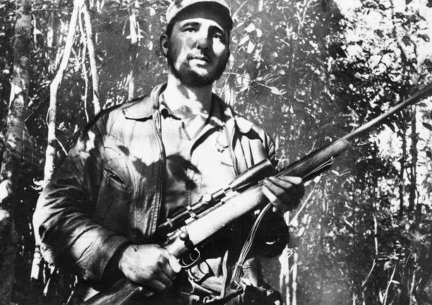 Kapinallinen Fidel Castro tuntemattomassa paikassa Kuubassa helmikuussa 1957.