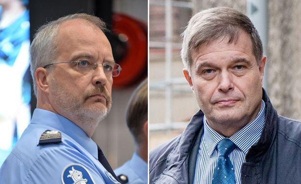 Poliisiammattikorkeakoulun rehtori Kimmo Himberg (vas.) ja kansanedustaja, rikosylikomisario Kari Tolvanen kommentoivat poliisin tutkintajonoja.