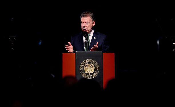 Kolumbian presidentti Juan Manuel Santos kertoo jatkaneensa tulitaukoa vuoden loppuun asti.