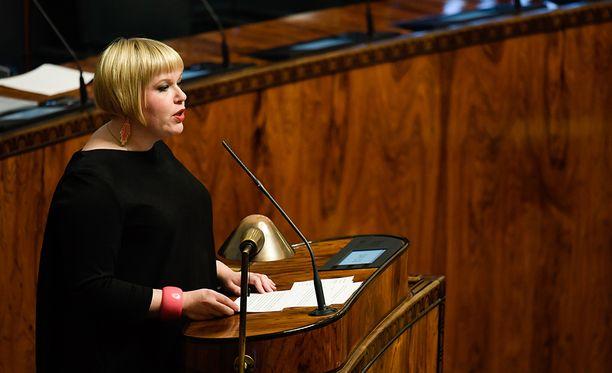 Ministeri Annika Saarikon mukaan laki on ollut valmisteltuna ministeriössä pitkään, mutta viime hallitus ei sitä antanut, ja nykyiselläkin on eriäviä mielipiteitä.
