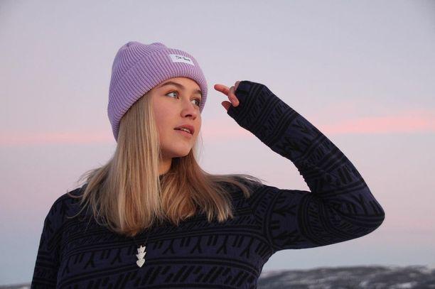 Ukaleq Slettemark on ylpeä grönlantilaisjuuristaan. Slettemark muodostaa yksin Gronlannin naisten ampumahiihtomaajoukkueen.