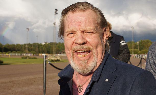 Vesku Loirin ilme kertoo kaiken. Fabrice Duo on juuri voittanut Suuren suomalaisen Derbyn.