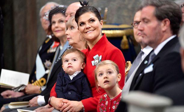 Prinssi Oscar täyttää tällä viikolla kaksi vuotta. Prinsessa Estelle täytti vastikään kuusi vuotta.