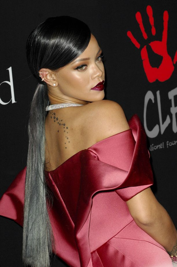 Myös Rihanna on todellinen tukkakameleontti - kiitos pidennysten.