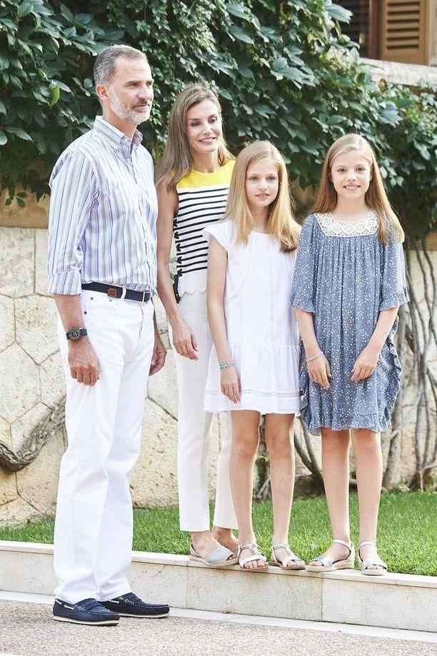 Koko perhe viihtyy preppy-tyylissä.