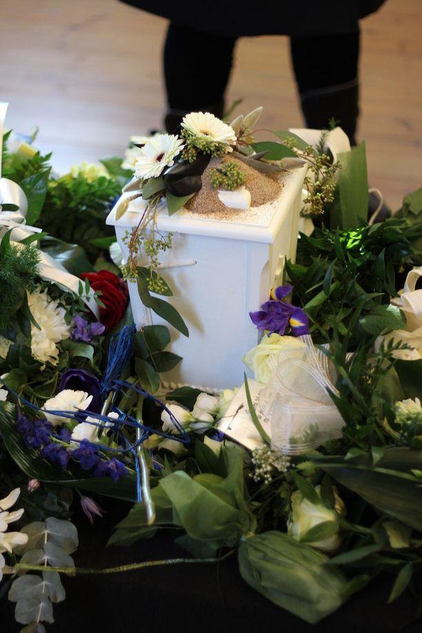 Vanhemmat järjestivät pojan hautajaiset tammikuussa.