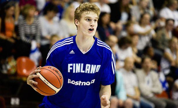 Lauri Markkanen pussitti 19 pistettä Italiaa vastaan.