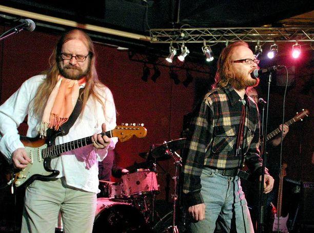 Feukkarit palaa näillä näkymin keikoille kesäkuussa. Arto Pajukallio ja Pekka Myllykoski ovat bändin henki ja sielu.