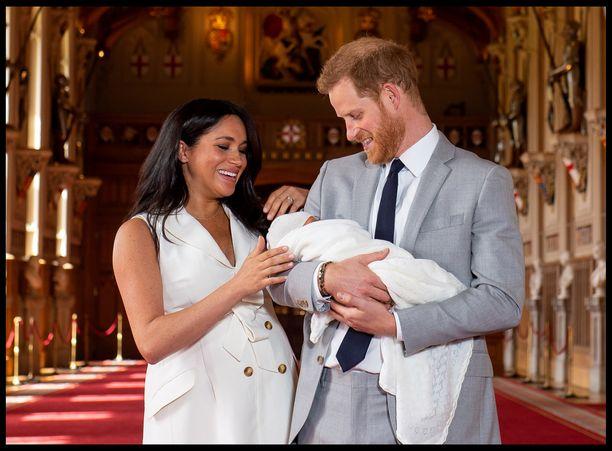 Herttuatar Meghan ja prinssi Harry esittelivät esikoisensa julkisuudessa keväällä. Sen jälkeen Archiesta ei ole nähty vilaustakaan julkisuudessa.
