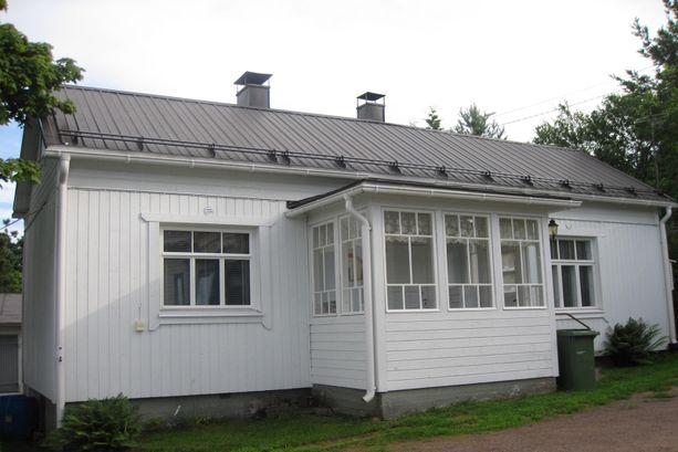 36 neliön kodista pyydetään 45 000 euroa. Omaa tonttia on hieman yli 600 neliötä.