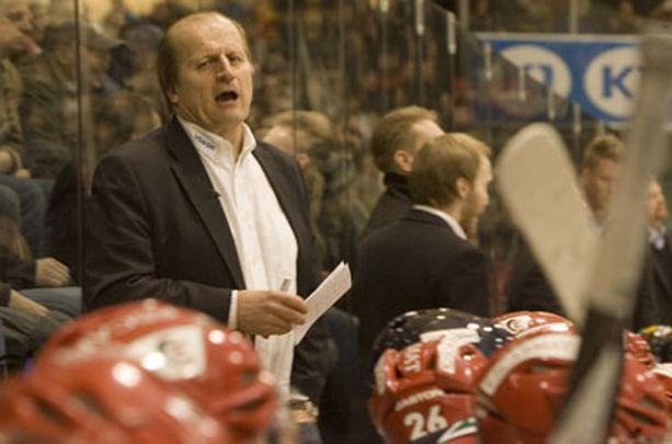 - Minua kiinnostaa vaan nyt tämä urheilullinen puoli. Kun hoidamme sen kuntoon, nousu on varma, Sportin päävalmentaja Juhani Tamminen uhkuu.