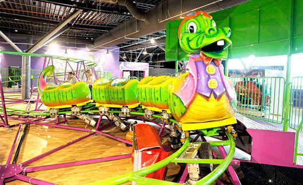 Kauppakeskus Ideaparkissa, Lempäälässä esiteltiin 14. kesäkuuta 2012 huomenna perjantaina yleisölle aukeavaa Pohjois-Euroopan suurinta Funpark -sisähuvipuistoa.